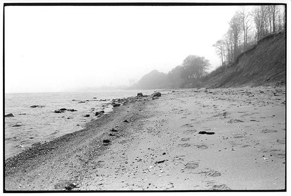 Fotografie Schwarzweiß Landschaft Landschaftsphotgraphie Landschaftsfotografie Landscape Schleswig-Holstein Steilküste Noer Meer Ostsee Nebel Seenebel Mist
